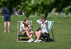 © Licensed to London News Pictures. 22/04/2019. London, UK. Members of the public relax in the sunshine at lunch time in St James's Park, London, on what has been a record breaking Easter bank holiday weekend for temperatures. Photo credit: Ben Cawthra/LNP