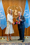 NEW YORK - Koningin Maxima ontmoet VN secretaris-generaal Antonio Guterres en biedt hem het jaarverslag van haar VN-activiteiten aan. De koningin is op bezoek bij de Verenigde Naties in New York. IN ROBIN UTRECHT
