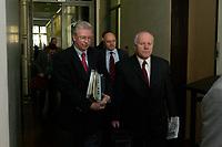 10 DEC 2003, BERLIN/GERMANY:<br /> Roland Koch, CDU, Ministerpraesident Hessen, und Georg Milbradt, CDU, Ministerpraesident Sachsen, auf dem Weg zur Vorbesprechung der B-Laender, Sitzung des Vermittlungsausschusses, Bundesrat<br /> IMAGE: 20031210-01-014<br /> KEYWORDS: Ministerpräsident