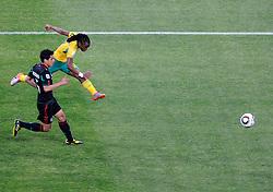 11.06.2010, Soccer City Stadium, Johannesburg, RSA, FIFA WM 2010, Südafrika vs Mexico im Bild Il gol dell'1-0 di Siphiwe Tshabalala (Sudafrica).Siphiwe Tshabalala's 1-0 leading goal scored for South Africa, EXPA Pictures © 2010, PhotoCredit: EXPA/ InsideFoto/ G. Perottino, ATTENTION! FOR AUSTRIA AND SLOVENIA ONLY!!! / SPORTIDA PHOTO AGENCY