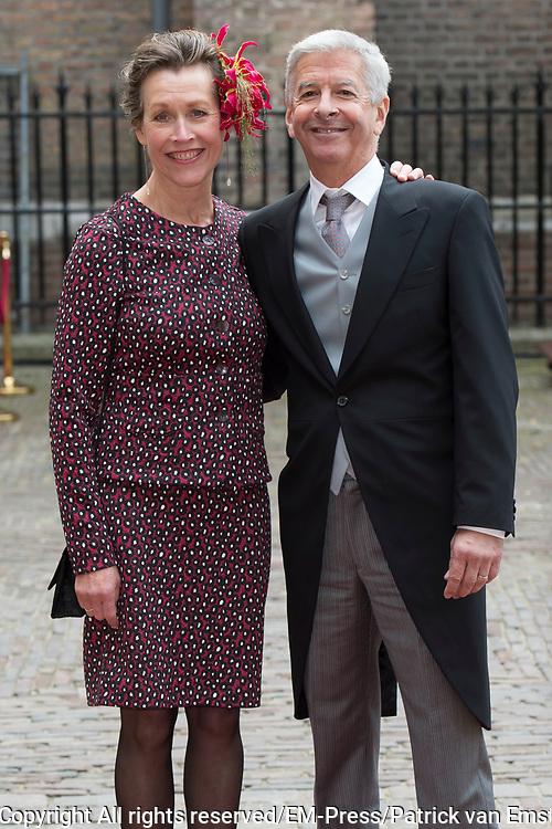Prinsjesdag - Aankomst politici bij de Ridderzaal. Zoals ieder jaar ging Prinsjesdag ook dit keer weer gepaard met hoedjes in allerlei soorten en maten.<br /> <br /> Op de foto / On the photo: <br />  Ronald Plasterk  met partner