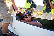 Ryohei Komori bij de finish van de vierde racedag. In Battle Mountain (Nevada) wordt ieder jaar de World Human Powered Speed Challenge gehouden. Tijdens deze wedstrijd wordt geprobeerd zo hard mogelijk te fietsen op pure menskracht. Het huidige record staat sinds 2015 op naam van de Canadees Todd Reichert die 139,45 km/h reed. De deelnemers bestaan zowel uit teams van universiteiten als uit hobbyisten. Met de gestroomlijnde fietsen willen ze laten zien wat mogelijk is met menskracht. De speciale ligfietsen kunnen gezien worden als de Formule 1 van het fietsen. De kennis die wordt opgedaan wordt ook gebruikt om duurzaam vervoer verder te ontwikkelen.<br /> <br /> In Battle Mountain (Nevada) each year the World Human Powered Speed ​​Challenge is held. During this race they try to ride on pure manpower as hard as possible. Since 2015 the Canadian Todd Reichert is record holder with a speed of 136,45 km/h. The participants consist of both teams from universities and from hobbyists. With the sleek bikes they want to show what is possible with human power. The special recumbent bicycles can be seen as the Formula 1 of the bicycle. The knowledge gained is also used to develop sustainable transport.