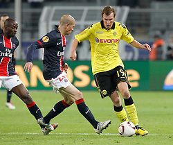 21.10.2010, Signal Iduna Park, Dortmund, GER, UEFA EL Gruppe J, Borussia Dortmund (GER) vs  Paris St. Germain (FRA ), im Bild Kevin Großkreutz / Grosskreutz (Dortmund GER #19) vs Christophe Jallet (Paris St. Germain FRA #26), links kommt Claude Makelele (Paris St. Germain FRA #4), EXPA Pictures © 2010, PhotoCredit: EXPA/ nph/  Scholz+++++ ATTENTION - OUT OF GER +++++