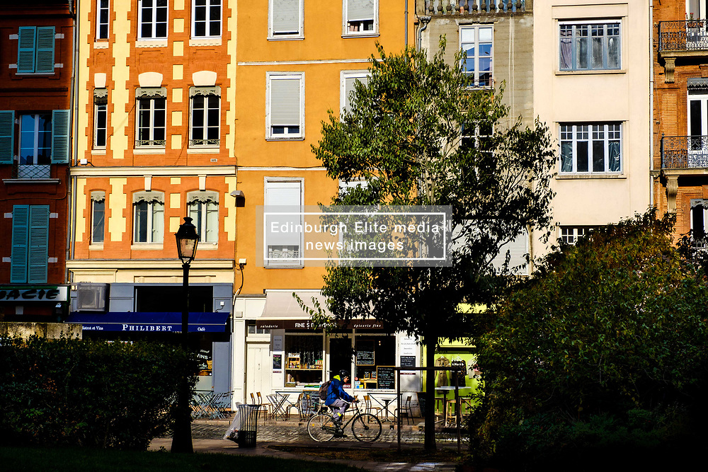 Street scene in the Square du Cardinal Jules Geraud Saliège, Toulouse, France<br /> <br /> (c) Andrew Wilson   Edinburgh Elite media