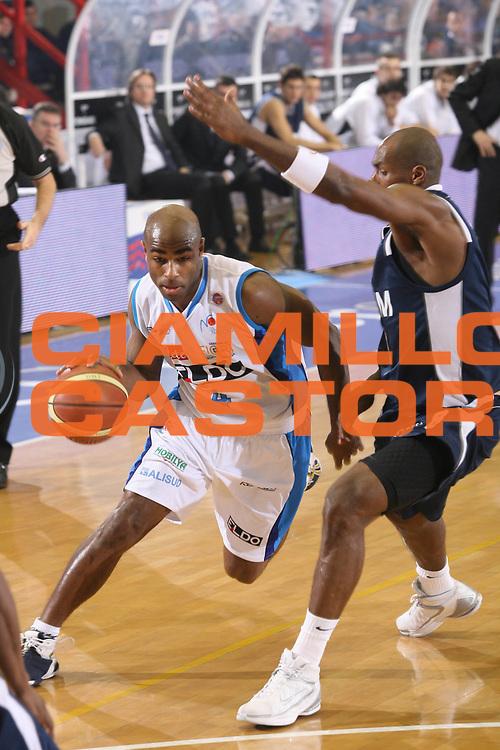 DESCRIZIONE : Napoli Lega A1 2007-08 Eldo Napoli Upim Fortitudo Bologna <br /> GIOCATORE : Chris Monroe <br /> SQUADRA : Eldo Napoli <br /> EVENTO : Campionato Lega A1 2007-2008 <br /> GARA : Eldo Napoli Upim Fortitudo Bologna <br /> DATA : 22/12/2007 <br /> CATEGORIA : Penetrazione <br /> SPORT : Pallacanestro <br /> AUTORE : Agenzia Ciamillo-Castoria/G.Ciamillo <br /> Galleria : Lega Basket A1 2007-2008 <br />Fotonotizia : Napoli Campionato Italiano Lega A1 2007-2008 Eldo Napoli Upim Fortitudo Bologna <br />Predefinita :