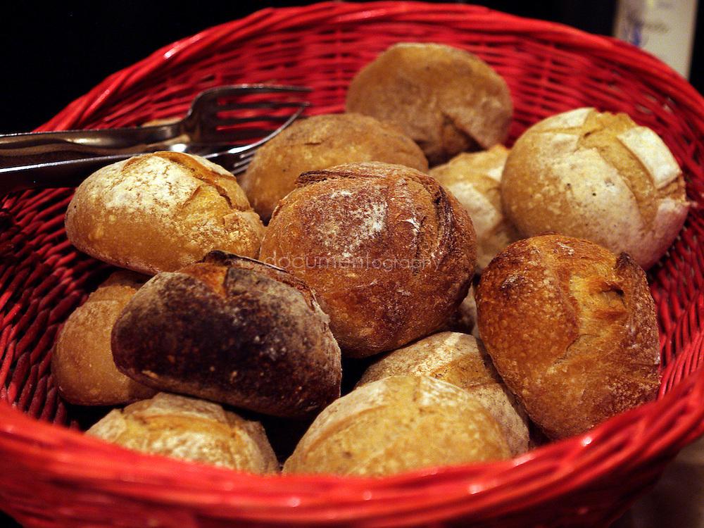 Le pain pendant la degustation de vin au Domaine de La Courtade