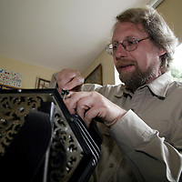 Jurgen Suttner fixes concertina at the Mrs Crotty festival.<br />
