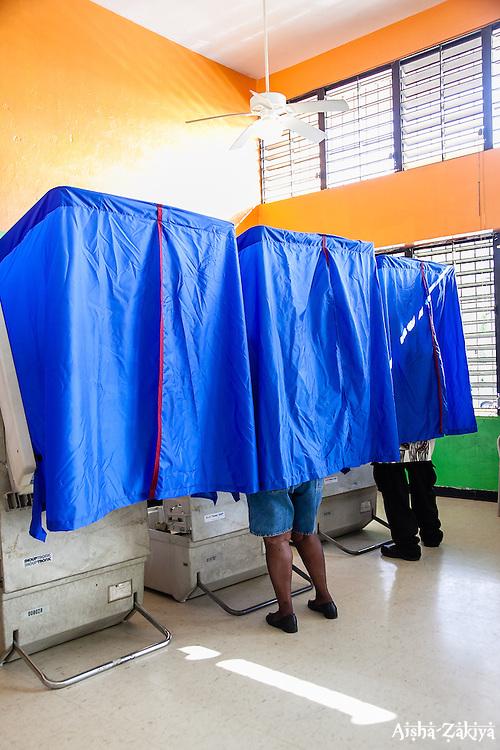 Voters at Oswald Court Community Center.  8 September 2012.  © Aisha-Zakiya Boyd