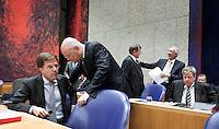 Nederland. Den Haag, 26 oktober 2010.<br /> De Tweede Kamer debatteert over de regeringsverklaring van het kabinet Rutte.<br /> Vak K : overleg tussen Rosenthal en Rutte, verder Leers, Donner en Opstelten<br /> Kabinet Rutte, regeringsverklaring, tweede kamer, politiek, democratie. regeerakkoord, gedoogsteun, minderheidskabinet, eerste kabinet Rutte, Rutte1, Rutte I, debat, parlement<br /> Foto Martijn Beekman