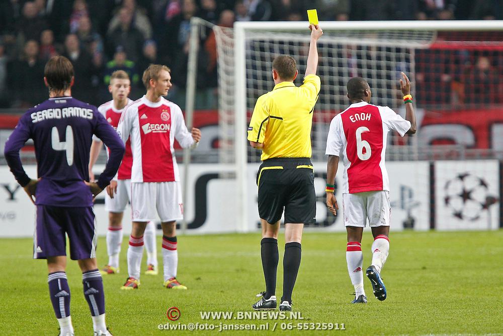 NLD/Amsterdam/20101123 - Ajax - Real Madrid, Eyong Enoh (6) krijgt gele kaart