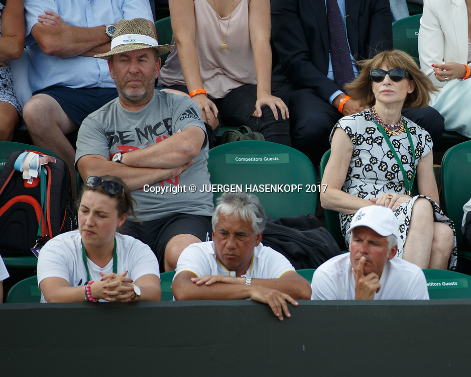 DOMINIC THIEM Team in der Spieler Loge, Trainer Guenter Bresnik mit Hut daneben Anna Wintour,<br /> <br /> Tennis - Wimbledon 2017 - Grand Slam ITF / ATP / WTA -  AELTC - London -  - Great Britain  - 10 July 2017.
