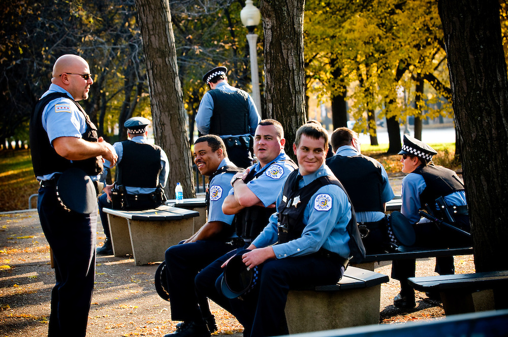 Chicago Police officers waiting outside Grant Park..Chris Maluszynski /Moment / Agence VU