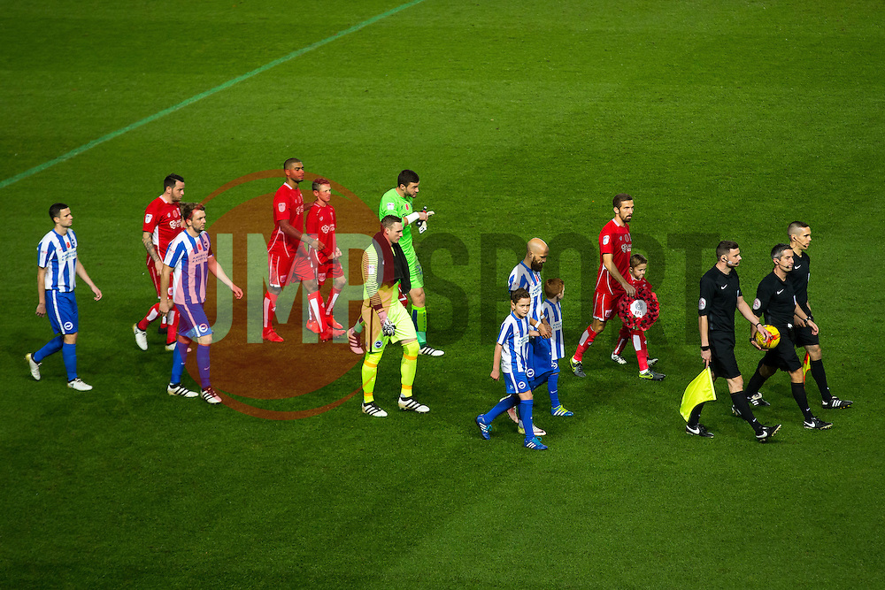 The teams line up - Rogan Thomson/JMP - 05/11/2016 - FOOTBALL - Ashton Gate Stadium - Bristol, England - Bristol City v Brighton & Hove Albion - Sky Bet Championship.