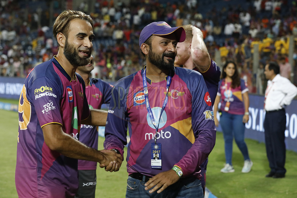 Raghu Iyer CEO of Rising Pune Supergient shake hand with Imran Tahir of Rising Pune Supergiant  after the match 39 of the Vivo 2017 Indian Premier League between the Rising Pune Supergiants and the Gujarat Lions held at the MCA Pune International Cricket Stadium in Pune, India on the 1st May 2017<br /> <br /> Photo by Arjun Singh - Sportzpics - IPL