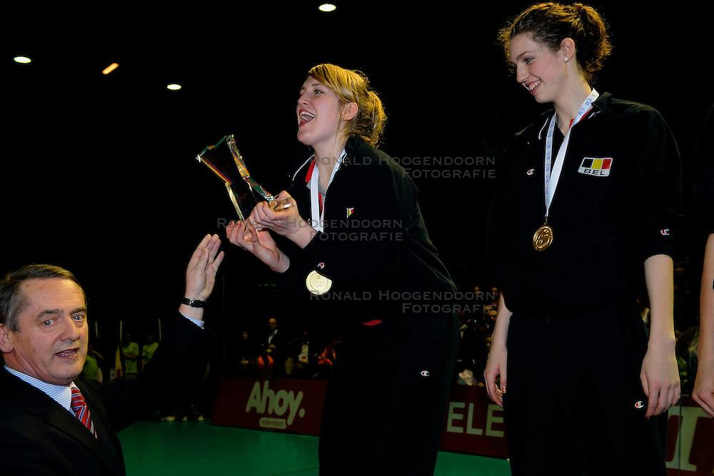09-04-2009 VOLLEYBAL: EK JEUGD PRIJSUITREIKING: ROTTERDAM <br /> De Belgische meisjes pakken de gouden medaille met oa Lise van Hecke MVP<br /> &copy;2009-WWW.FOTOHOOGENDOORN.NL