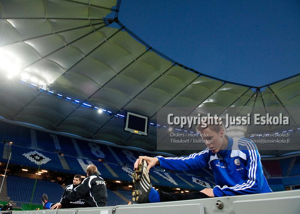 Niklas Moisander. A-maajoukkueen harjoitukset, Hampuri, Saksa 13.10.2009. Photo: Jussi Eskola