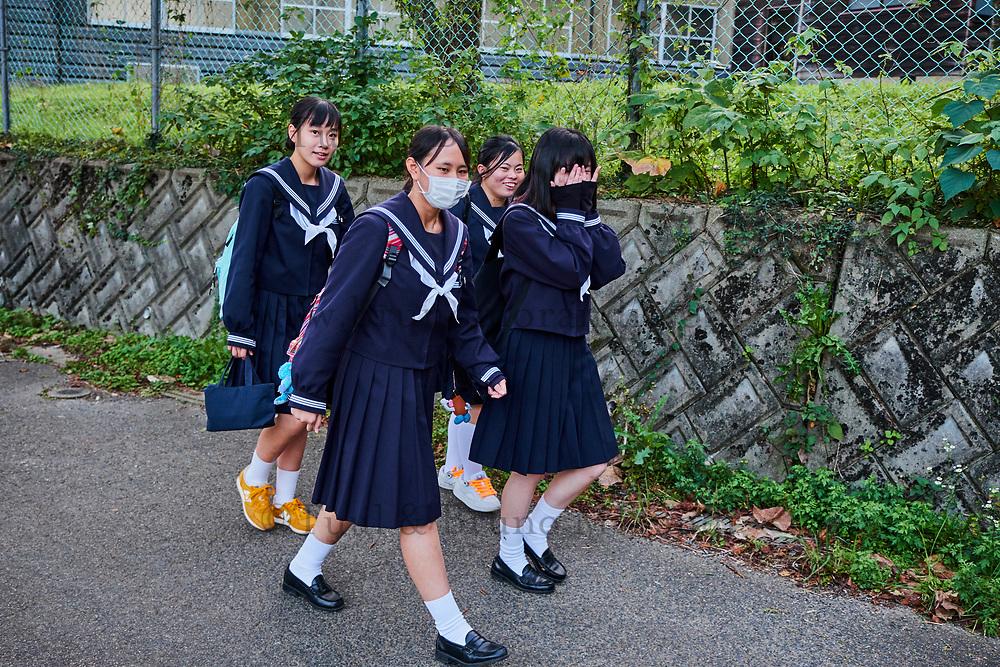 Japon, île de Honshu, région de Chugoku, Tsuwano,  écolières // Japan, Honshu island, Chukogu region, Tsuwano, school girls