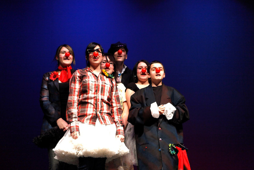 Les e?tudiants de l'e?cole secondaire H-Mercier et Fusion Jeunesse pre?sente  une spectacle de danse, musique, humoure, acrobatique et encoure plus. Students from H-Mercier High School with Youth Fusion support present a show featuring music, dance, comedy, clown, acrobatics and more.  February 5th, 2010.