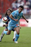 Fotball<br /> Paris St. Germain v Olympique Marseille<br /> 25. april 2004<br /> Foto: Digitalsport<br /> NORWAY ONLY<br /> <br /> DEMETRIUS FERREIRA (OM) / JUAN PABLO SORIN (PSG)