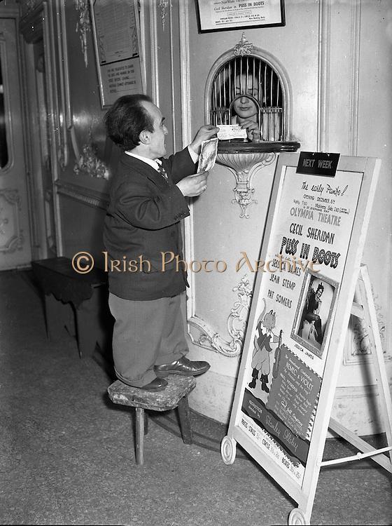 Mickser Reid at Olympia Theatre.11/12/1952