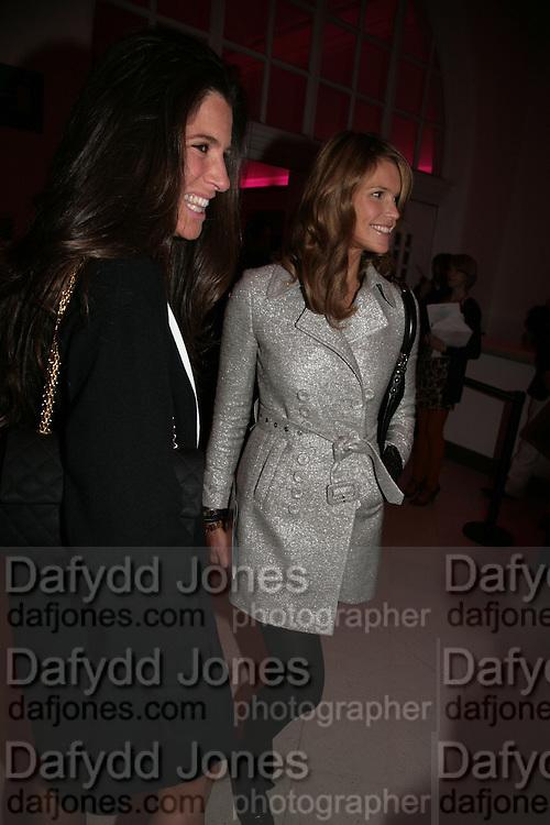 Elizabeth Saltzman and Elle Macpherson  Whitechapel and Hogan present Art Pls Drama Party 2007. Whitechapel Gallery. London. 8 March 2007. -DO NOT ARCHIVE-© Copyright Photograph by Dafydd Jones. 248 Clapham Rd. London SW9 0PZ. Tel 0207 820 0771. www.dafjones.com.
