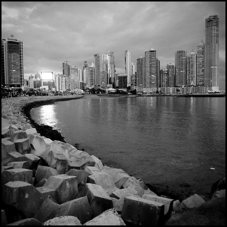 Serie: DIARIOS VISUALES / VISUAL DIARIES<br /> Photography by Aaron Sosa<br /> Panama City 2011<br /> (Copyright &copy; Aaron Sosa)