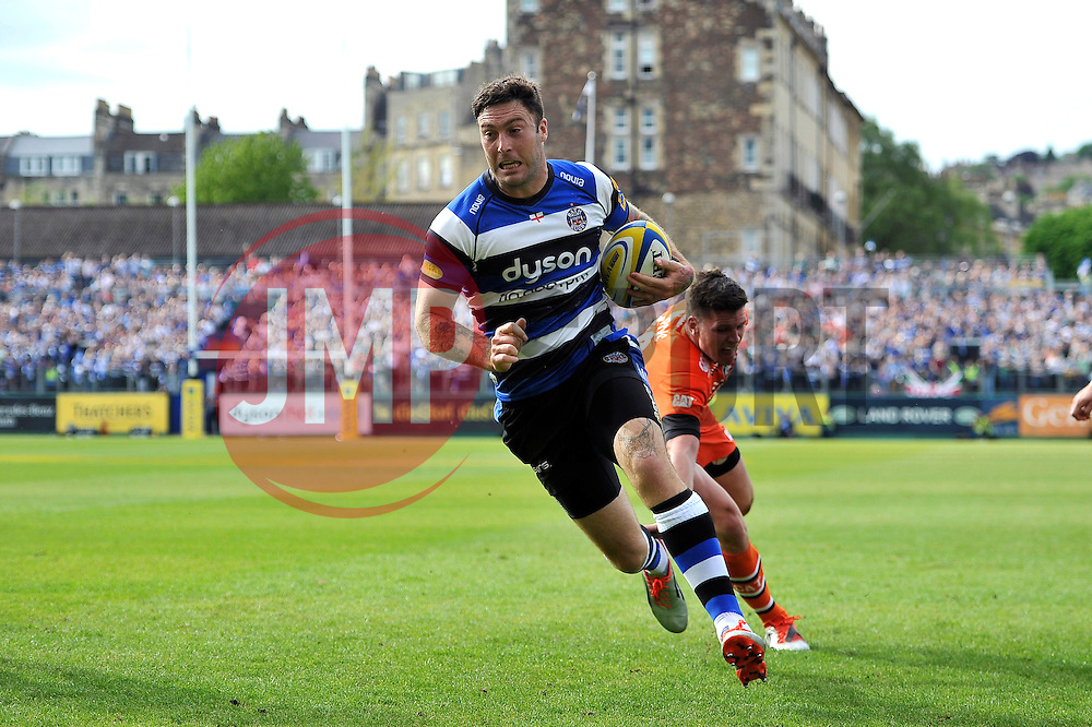 Matt Banahan of Bath Rugby runs in his second try of the match - Photo mandatory by-line: Patrick Khachfe/JMP - Mobile: 07966 386802 23/05/2015 - SPORT - RUGBY UNION - Bath - The Recreation Ground - Bath Rugby v Leicester Tigers - Aviva Premiership Semi-Final