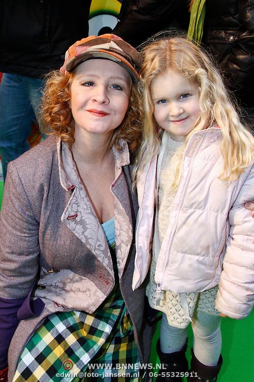 NLD/Amsterdam/20120121 - Filmpremiere The Muppets, Hilke Bierman en dochter Madelief