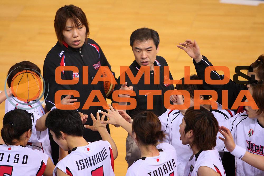 DESCRIZIONE : Madrid 2008 Fiba Olympic Qualifying Tournament For Women Semifinals Cuba Japan <br /> GIOCATORE : Utsumi Tomohide Team Giappone Team Japan <br /> SQUADRA : Japan Giappone <br /> EVENTO : 2008 Fiba Olympic Qualifying Tournament For Women <br /> GARA : Cuba Japan Cuba Giappone <br /> DATA : 14/06/2008 <br /> CATEGORIA : Ritratto Timeout <br /> SPORT : Pallacanestro <br /> AUTORE : Agenzia Ciamillo-Castoria/S.Silvestri <br /> Galleria : 2008 Fiba Olympic Qualifying Tournament For Women<br /> Fotonotizia : Madrid 2008 Fiba Olympic Qualifying Tournament For Women Semifinals Cuba Japan <br /> Predefinita :