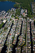 Nederland, Noord-Holland, Gemeente Wijdemeren, 25-05-2010. Oud-Loosdrecht, Loosdrechtsche Plassen, camping en jachthaven, stacaravans en huisjes.Campground and marina, homes and cottages.luchtfoto (toeslag), aerial photo (additional fee required).foto/photo Siebe Swart