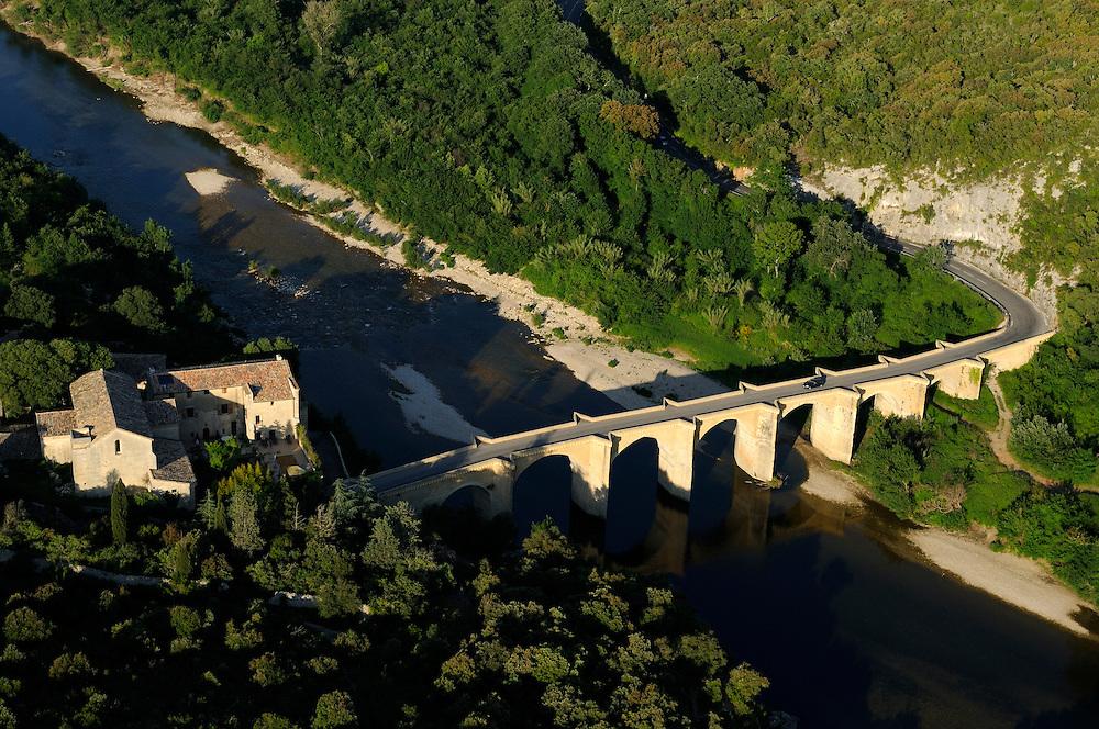 France, Languedoc Roussillon, Gard (30), région Uzès, Gorges du Gardon, Pont St. Nicolas