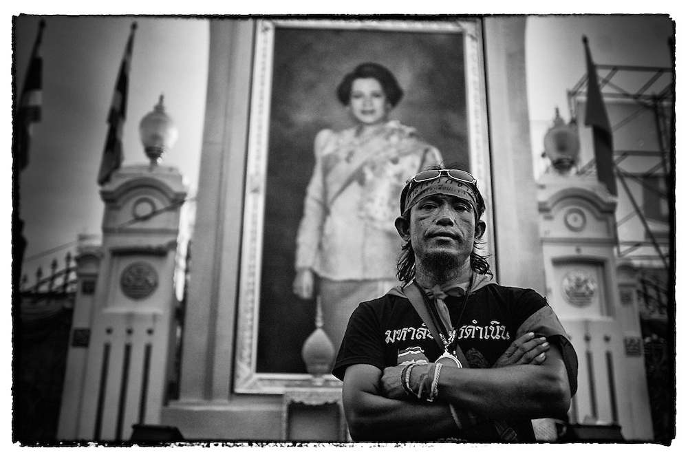 An anti-government demonstrator lookson Bangkok, Country, Friday, Sept. 5, 2008. David Longstreath)