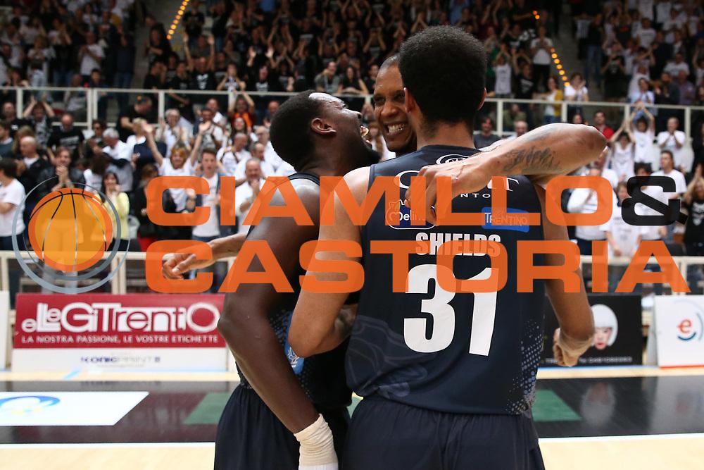 Shields Shavon, Gomes Joao<br /> Dolomiti Energia Trentino vs Banco di Sardegna Sassari<br /> Lega Basket Serie A 2016/2017<br /> Play Off Quarti di Finale Gara 2<br /> Trento,14/05/2017<br /> Foto Ciamillo-Castoria/