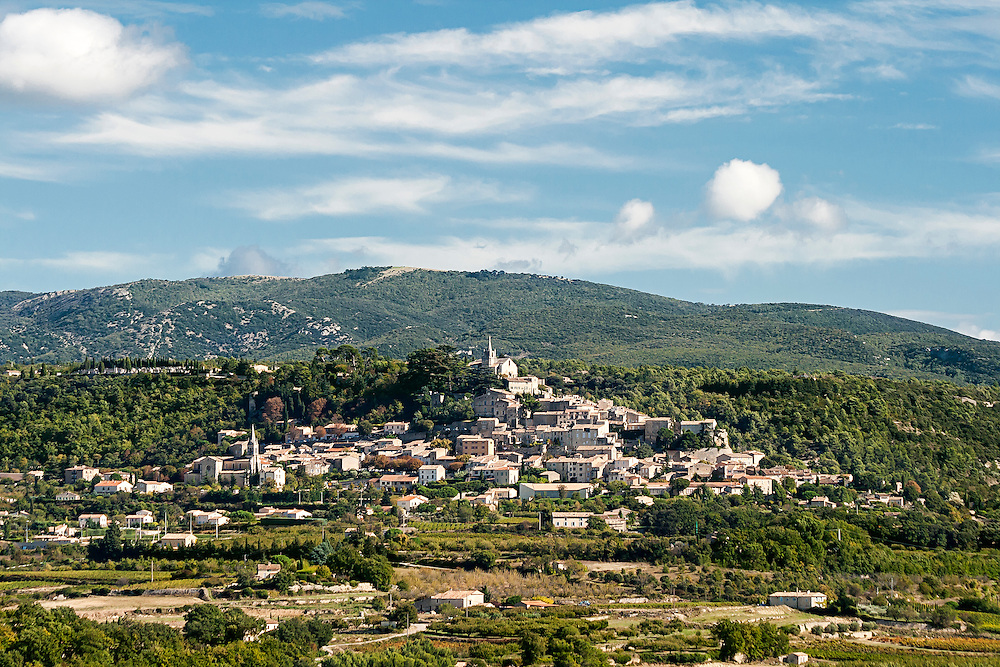 French hilltop village of Bonnieux in Provence