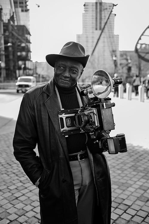 Street portrait artist Louis Mendez, New York, NY, US