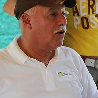 Asesor de la Fundación Empresas Polar, en una charla en la fabrica ¨Chocolate La flor de Birongo¨ en la población de Birongo, Edo. Miranda. Venezuela