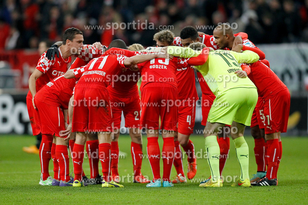 24.11.2014, Esprit-Arena, D&uuml;sseldorf, GER, 2. FBL, Fortuna D&uuml;sseldorf vs SpVgg Greuther F&uuml;rth, 14. Runde, im Bild Duesseldorfer Mannschaftskreis mit Michael Liendl (Fortuna Duesseldorf #10 - links) // during the2nd German Bundesliga 14th round match between Fortuna Duesseldorf and SpVgg Greuther Fuerth at the Esprit-Arena in D&uuml;sseldorf, Germany on 2014/11/24. EXPA Pictures &copy; 2014, PhotoCredit: EXPA/ Eibner-Pressefoto/ Schueler<br /> <br /> *****ATTENTION - OUT of GER*****