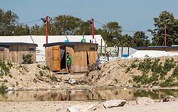 24.06.2016, Dschungelcamp, Calais, FRA, der Dschungel von Calais, im Bild ein Mann vor seiner Unterkunft. Das Camp ist eine provisorische Zeltstadt nahe der französischen Stadt Calais. Mehrere tausend Menschen kampieren dort in Zeltunterkünften und warten auf eine Möglichkeit zur illegalen Weiterreise durch den Eurotunnel nach Großbritannien. a man in front of his Housing. The Calais Jungle is the nickname given to a migrant encampment, where migrants live while they attempt illegally to enter the United Kingdom at the Jungle Camp of Calais, France on 2016, 06, 24. EXPA Pictures © 2016, PhotoCredit: EXPA, JFK
