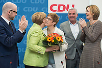27 MAR 2016, BERLIN/GERMANY:<br /> Peter Tauber, CDU, Generalsekretaer, Angela Merkel, CDU, Budneskanzlerin, Annegret Kamp-Karrenbauer, CDU, Ministerpraesidentin Saarland, Thomas Strobl, Landesvorsitzender Baden-Wuerttemberg, Julia Kloeckner, CDU Landesvorsitzender Rheinland-Pfalz, (v.L.n.R.), vor Beginn einer Sitzung des Bundesvorstandes nach der Landtagswahl im Saarland, Konrad-Adenauer-aus<br /> IMAGE: 20170327-01-008<br /> KEYWORDS: Julia Kl&ouml;ckner, Jubel, Blumen, Applaus, klatschen