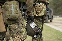 """03 APR 2012, LEHNIN/GERMANY:<br /> Helm und Schutzbrille, Kampfschwimmer der Bundeswehr trainieren """"an Land"""" infanteristische Kampf, hier Haeuserkampf- und Geiselbefreiungsszenarien auf einem Truppenuebungsplatz<br /> IMAGE: 20120403-01-168<br /> KEYWORDS: Marine, Bundesmarine, Soldat, Soldaten, Armee, Streitkraefte, Spezialkraefte, Spezialkräfte, Kommandoeinsatz, Übung, Uebung, Training, Spezialisierten Einsatzkraeften Marine, Waffentaucher"""