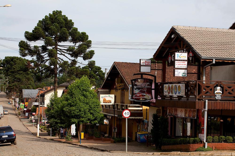 Camanducaia_MG, Brasil...Area comercial em Monte Verde...The trade area in Monte Verde...Foto: LEO DRUMOND / NITRO.....