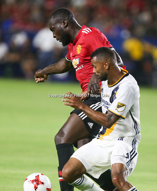 Manchester United Romelu Lukaku, left, and Los Angeles Galaxy Ashley Cole battle for the ball during the second half of a national friendly soccer game at StubHub Center on July 15, 2017 in Carson, California. The Manchester United won 5-2. AFP PHOTO / Ringo Chiu