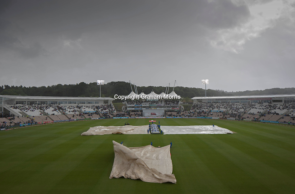 Groundstaff rush to cover the ground as rain falls during the third npower Test Match between England and Sri Lanka at the Rose Bowl, Southampton.  Photo: Graham Morris (Tel: +44(0)20 8969 4192 Email: sales@cricketpix.com) 16/06/11