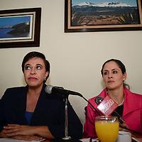 Toluca, México.- María del Rocío Pedraza Ballesteros, tercer síndico municipal de Toluca y  María Luz Hernández Becerril, décimo regidora, en conferencia de prensa rechazaron el incremento de 5.4 por ciento que el impuesto predial tendrá el próximo año en este municipio,  considerando que será un duro golpe para la economía de las mayorías en  Toluca. Agencia MVT / Crisanta Espinosa