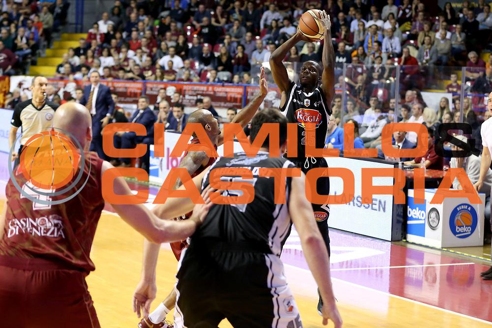 DESCRIZIONE : Venezia Lega A 2014-15 Umana Reyer Venezia Pasta Reggia Caserta<br /> GIOCATORE : Ronald Moore<br /> CATEGORIA : Tiro<br /> SQUADRA : Umana Reyer Venezia Pasta Reggia Caserta<br /> EVENTO : Campionato Lega A 2014-2015<br /> GARA : Umana Reyer Venezia Pasta Reggia Caserta<br /> DATA : 30/11/2014<br /> SPORT : Pallacanestro <br /> AUTORE : Agenzia Ciamillo-Castoria/G. Contessa<br /> Galleria : Lega Basket A 2014-2015 <br /> Fotonotizia : Venezia Lega A 2014-15 Umana Reyer Venezia Pasta Reggia Caserta