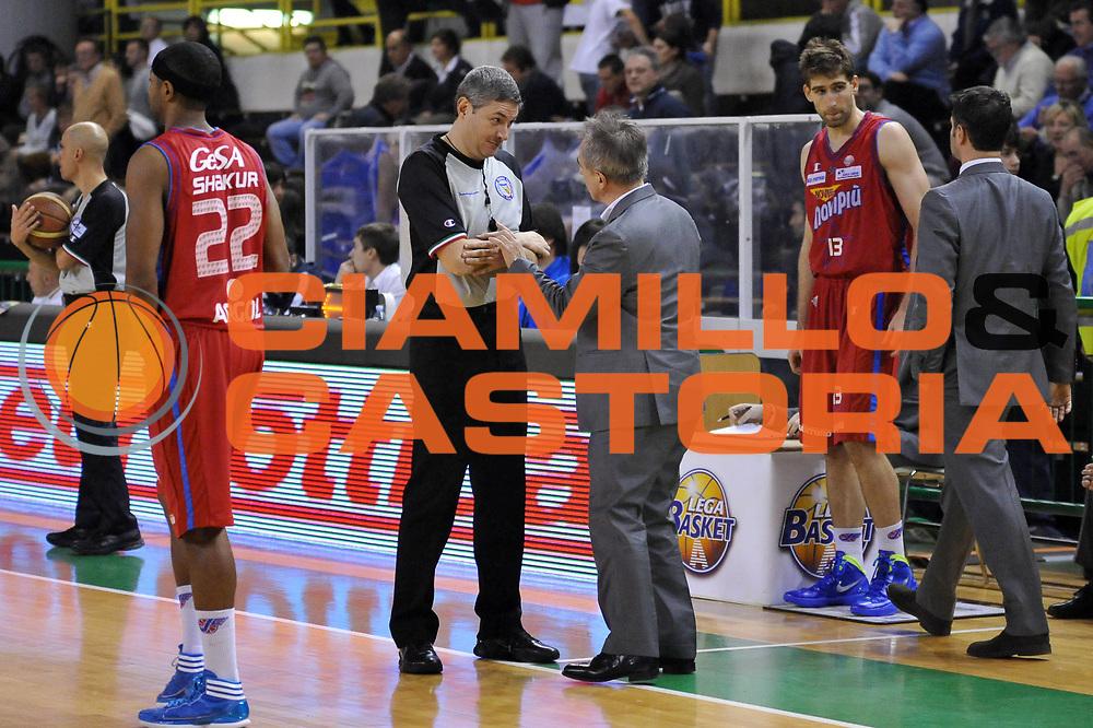 DESCRIZIONE : Casale Monferrato Lega A 2011-12 Novipiu Casale Monferrato Dinamo Sassari<br /> GIOCATORE : Luigi Lamonica Marco Crespi Arbitro<br /> SQUADRA : Novipiu Casale Monferrato  Arbitro<br /> EVENTO : Campionato Lega A 2011-2012<br /> GARA : Novipiu Casale Monferrato Dinamo Sassari<br /> DATA : 22/01/2012<br /> CATEGORIA : <br /> SPORT : Pallacanestro<br /> AUTORE : Agenzia Ciamillo-Castoria/S.Ceretti<br /> Galleria : Lega Basket A 2011-2012<br /> Fotonotizia : Casale Monferrato Lega A 2011-12 Novipiu Casale Monferrato Dinamo Sassari<br /> Predefinita :