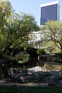 New York.  Central park, , the pond and the Gapstow Bridge Manhattan  New York  Usa / Central park  le pond et le pont Gapstow Bridge New York