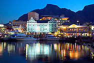 CAPE TOWN, SOUTH AFRICA, NOVEMBER 2004. The Victoria and Albert Waterfront is the place to go out in capetown. The old port is crammed with bars, restaurants and shops. Photo by Frits Meyst/Adventure4ever.com