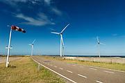 Windturbines bij de Oosterscheldekering. De Oosterscheldekering is vormt waterkering en is onderdeel van de Deltawerken waarmee Nederland beschermt wordt tegen overstromingen bij springvloed.  <br /> <br /> Wind mills near the Oosterscheldekering. The Oosterscheldekering is a flood defense system and is part of the Delta Works that protects the Netherlands against flooding in the event of a flood.