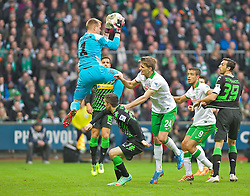 15.02.2014, Weserstadion, Bremen, GER, 1. FBL, SV Werder Bremen vs Borussia Moenchengladbach, 21. Runde, im Bild Marc-Andr� / Marc-Andre ter Stegen (Borussia VfL 1900 Moenchengladbach #1) fischt den Ball vor Nils Petersen (SV Werder Bremen #24), Franco Mat�as Di Santo / Franco Matias Di Santo (SV Werder Bremen #9) aus der Luft // Marc-Andr� / Marc-Andre ter Stegen (Borussia VfL 1900 Moenchengladbach #1) fischt den Ball vor Nils Petersen (SV Werder Bremen #24), Franco Mat�as Di Santo / Franco Matias Di Santo (SV Werder Bremen #9) aus der Luft during the German Bundesliga 21th round match between SV Werder Bremen and Borussia Moenchengladbach at the Weserstadion in Bremen, Germany on 2014/02/15. EXPA Pictures © 2014, PhotoCredit: EXPA/ Andreas Gumz<br /> <br /> *****ATTENTION - OUT of GER*****